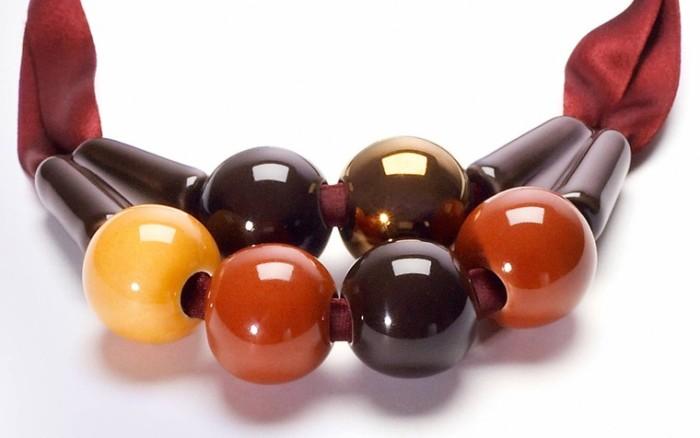 glazed ceramic beads. Marion Vidal