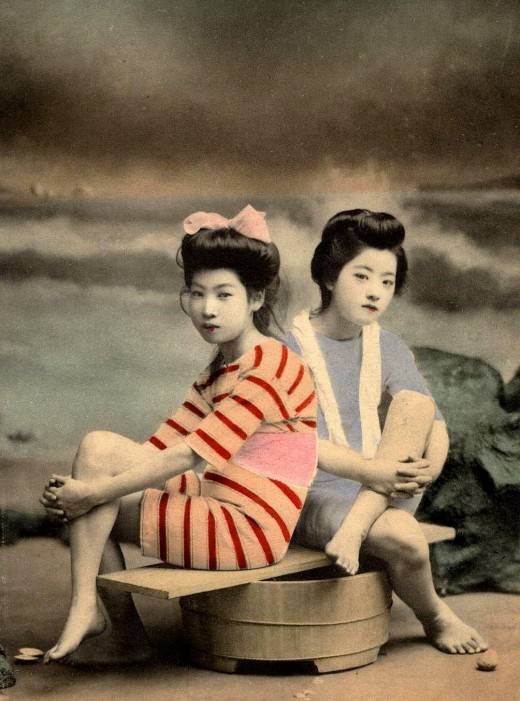 Meiji Era Geishas as Bathing Beauties, c.1900.2