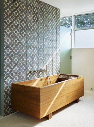 patterned bath